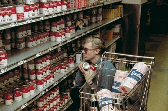 Andy Warhol fa shopping for Campbell's Soup, 1965