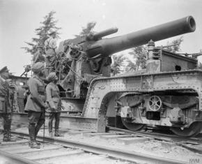 Bhupinder Singh, maharaja di Patiala, ispeziona un obice da 12 pollici della Royal Artillery Garrison, Boer 1918