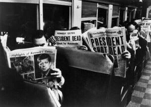 Foto curiosa del giorno dopo l'assassinio del presidente Kennedy