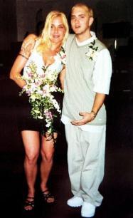 Eminem appena sposato. 1999