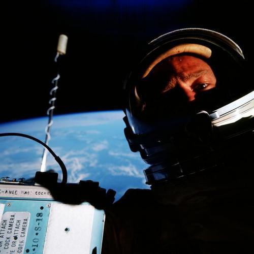 Primo selfie sullo spazio - Buzz Aldrin, 1966