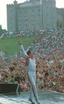 Freddie Mercury a Slane Castle, in Irlanda, 1986