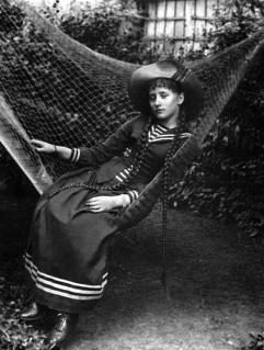 La scrittrice francese Colette da giovane, 1890