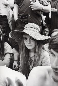 Ragazza ad un concerto dei Rolling Stones nel 1969