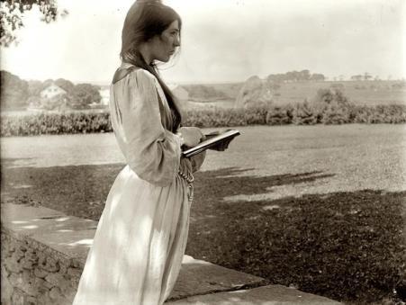 Difficile da credere che questo ritratto è del 1902, rappresenta la signora Beatrice Baxter a Newport, Rhode Island