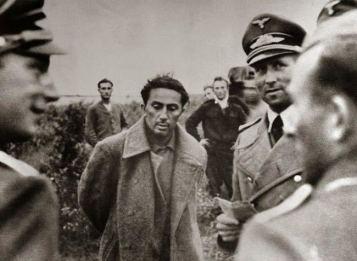 Il figlio di Stalin Yakov Dzugasvili catturato dai tedeschi nel 1941. In seguito venne ucciso in un campo di prigionia perché il padre si rifiutò di scambiarlo con un altro prigioniero di rango superiore