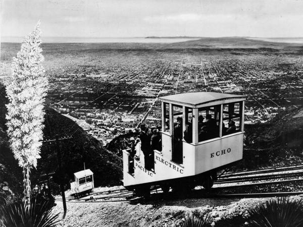 Nella prima parte del 20 ° secolo, Los Angeles aveva un massiccio sistema di trasporto pubblico