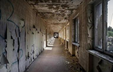 Interno dell'hotel di 10.000 camere fatto costruire da Hitler che non ebbe mai un solo ospite