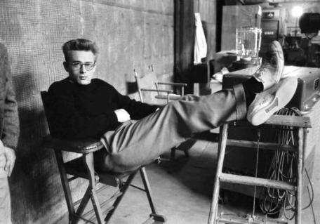 James Dean nel 1955. Foto di Phil Stern
