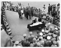 Giappone si arrende formalmente a bordo della USS Missouri, 2 Settembre 1945
