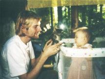 Kurt Cobain, la figlia e un gattino, 1993