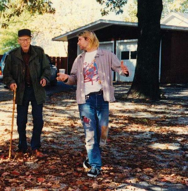 Kurt Cobain fa visita a William S. Burroughs nella sua casa di Lawrence, Kansas, 1993
