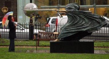 "Lorenzo Quinn - ""The force of nature II"" esposta a Londra a Berkeley Square"