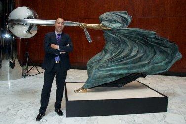 """The force of nature"" di Lorenzo Quinn"