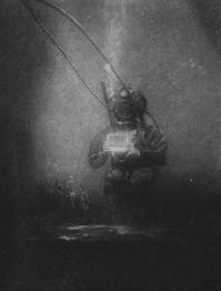 Louis Boutan scatta la prima fotografia subacquea, nel 1893