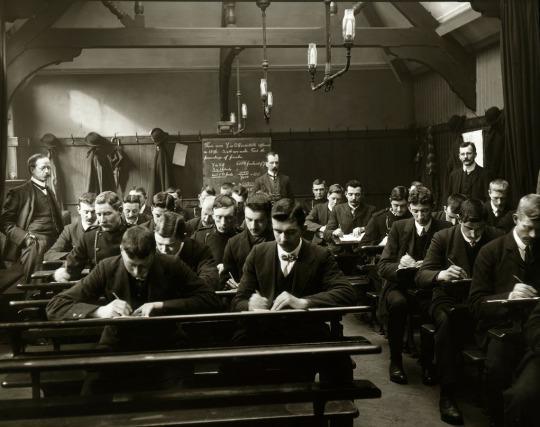 La polizia di Manchester in classe, 1910