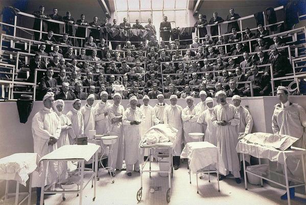 Classe di medicina. Circa 1900