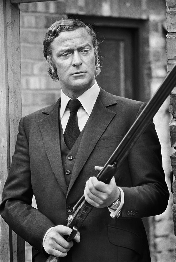 Michael Caine, armato a Newcastle, 1970. Foto di Terry O'Neill