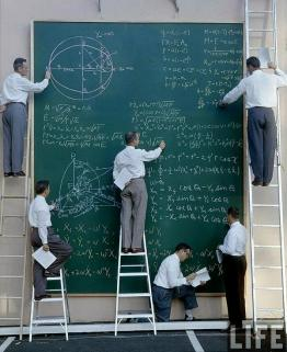 Ingegneri NASA prima che venisse inventato Powerpoint, circa 1960. Foto di J.R Eyerman