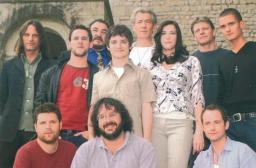 Peter Jackson con il cast prima dell'inizio delle riprese del Signore degli Anelli