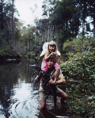 Ritratto di Steve Irwin con la figlia - Fotografia di Hugh Stewart