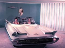 Nel 1955 fu respinto il prototipo della Lincoln Futura, quella che divenne la Batmobile nel 1966