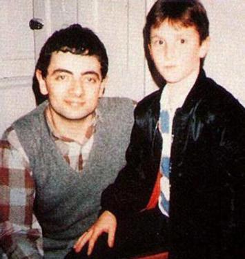 Rowan Atkinson e Christian Bale nel 1985