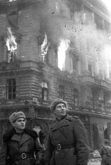Soldati russi a Berlino, 1945