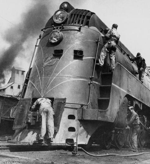 Soldati lavorano su una locomotiva, Chicago 1945