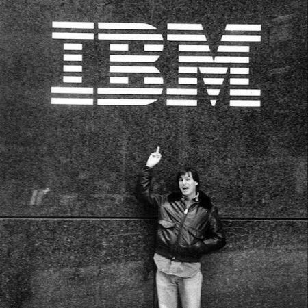 Steve Jobs fa il dito medio all'IBM nel 1983