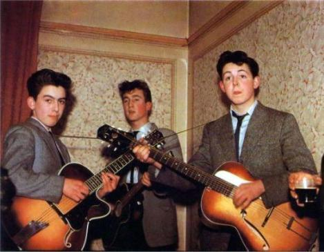 I Beatles nel 1957. George Harrison ha 14 anni, John Lennon 16 e Paul McCartney 15