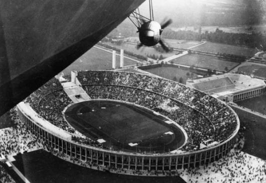 L'Hindenburg vola sopra le Olimpiadi del 1936