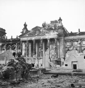 Il Reichstag, Berlino. 3 giugno 1945