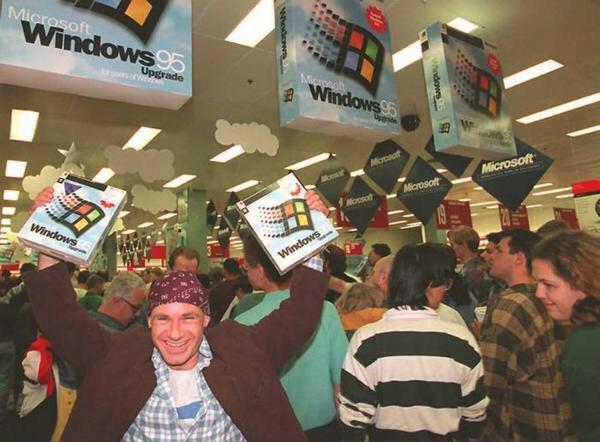 Venti anni fa è stato rilasciato Windows 95. Grandi folle di persone si precipitarono ai negozi per acquistarlo