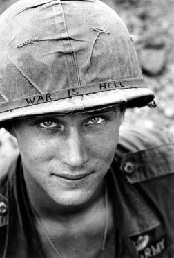 Un soldato in Vietnam nel 1965