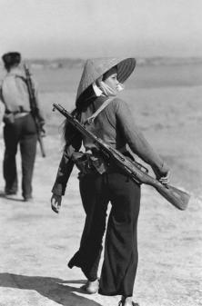Ragazza combattente vietcong