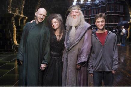 Voldemort, Bellatrix Lestrange, Silente e Harry Potter sorridente