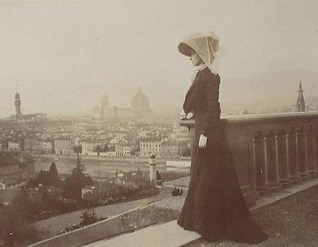 Donna sul panorama di Firenze, 1900