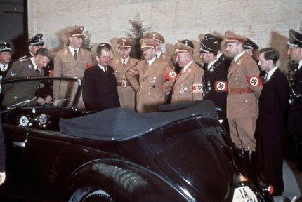 Hitler riceve una Wolkswagen per il suo 50° compleanno, 1939