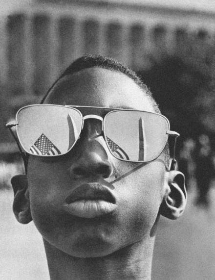 """Bambino durante il discorso """"I have a dream"""" di Martin Luther King Jr's, 1963"""
