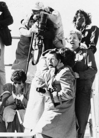 Gli spettatori reagiscono alla esplosione di Challenger, 1986