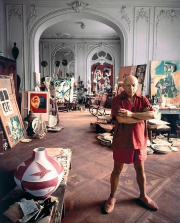 Pablo Picasso nel suo studio in Francia, 1956