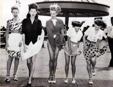 Contrattempi da gonna corta, 1940