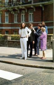 I Beatles si preparano a varcare Abbey Road - 1969
