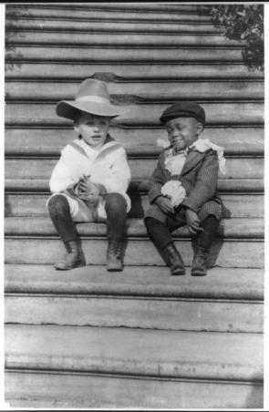 Quentin, il figlio di Theodore Roosevelt , col suo amico Roswell Pinckney. 1902