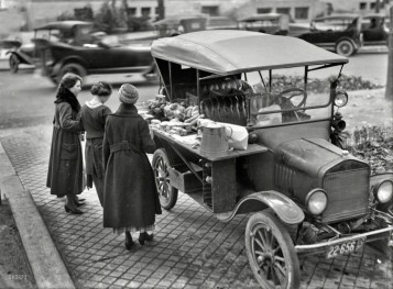 Un venditore di cibo ambulante nel 1919