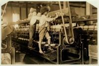 Bambini lavoratori in una fabbrica nel 1909 a Macon, Georgia