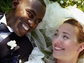 I matrimoni interrazziali erano illegali negli Stati Uniti dal 1776 al 1967. Al contrario, il Sudafrica ha vietato le unioni dal 1949-1985