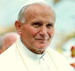 Giovanni Paolo II è stato il primo Papa non italiano ad essere eletto in 455 anni. Il polacco di nascita è stato anche il pontefice che ha viaggiato di più