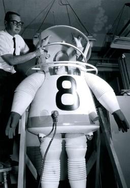 Uno dei tanti prototipi di tute per lo spazio. Questo è stato un progetto UCLA del 1961